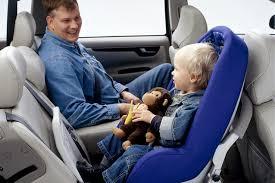 bimbo in auto